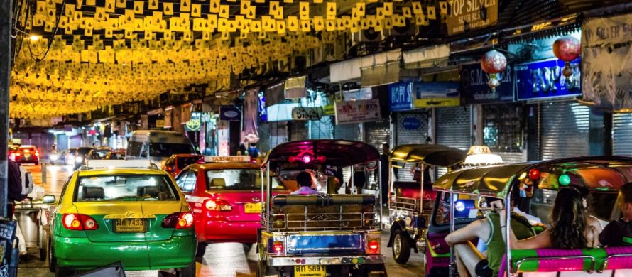 https://blog.en.erste-am.com/wp-content/uploads/sites/13/2016/10/iStock_Bangkok_Thailand_Tourists_ride_Khaosan_Road_Nov_2013-890x390.jpg